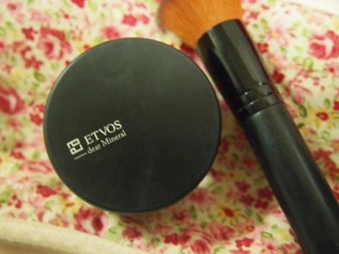 セミマット&うす艶の陶器肌!ETVOSのマットスムースミネラルファンデーション