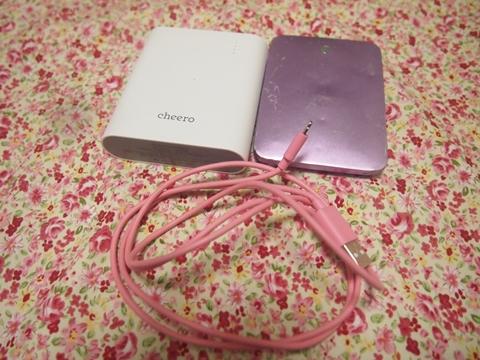 ピンクのモバイルバッテリー