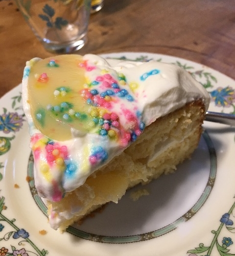 【お菓子作り】家族のために桃のバースデーケーキを焼きました